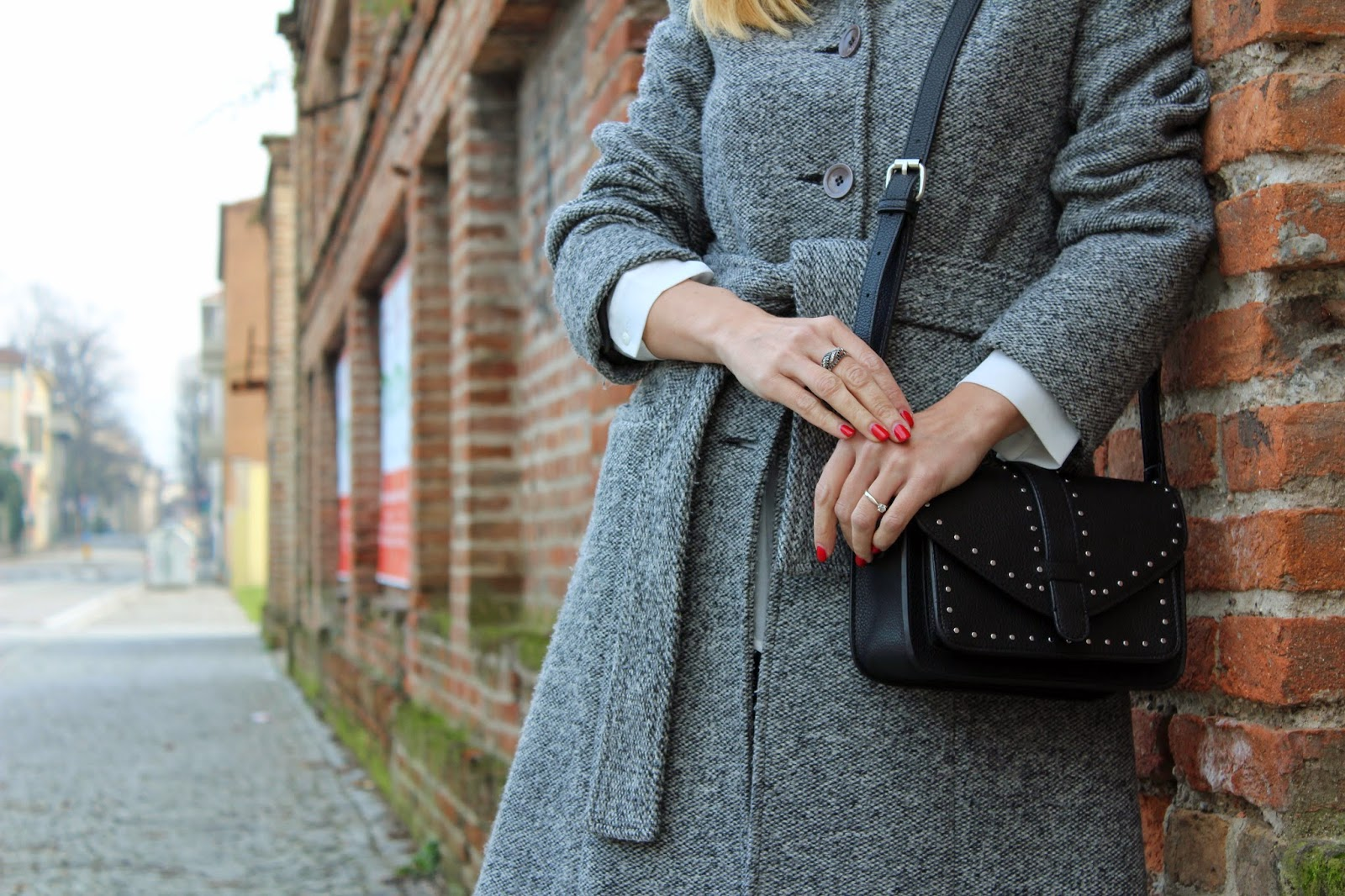 Eniwhere Fashion - cappotto bouclé - jeans LTB - occhiali Miklì