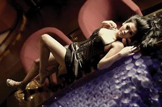 Foto Seksi Cut Muthia di Majalah Popular