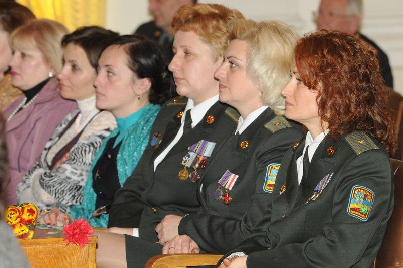 Ukrainian army women in uniform