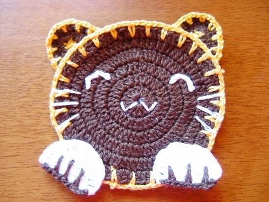 http://www.croche.tv/2014/04/porta-copos-de-croche.html