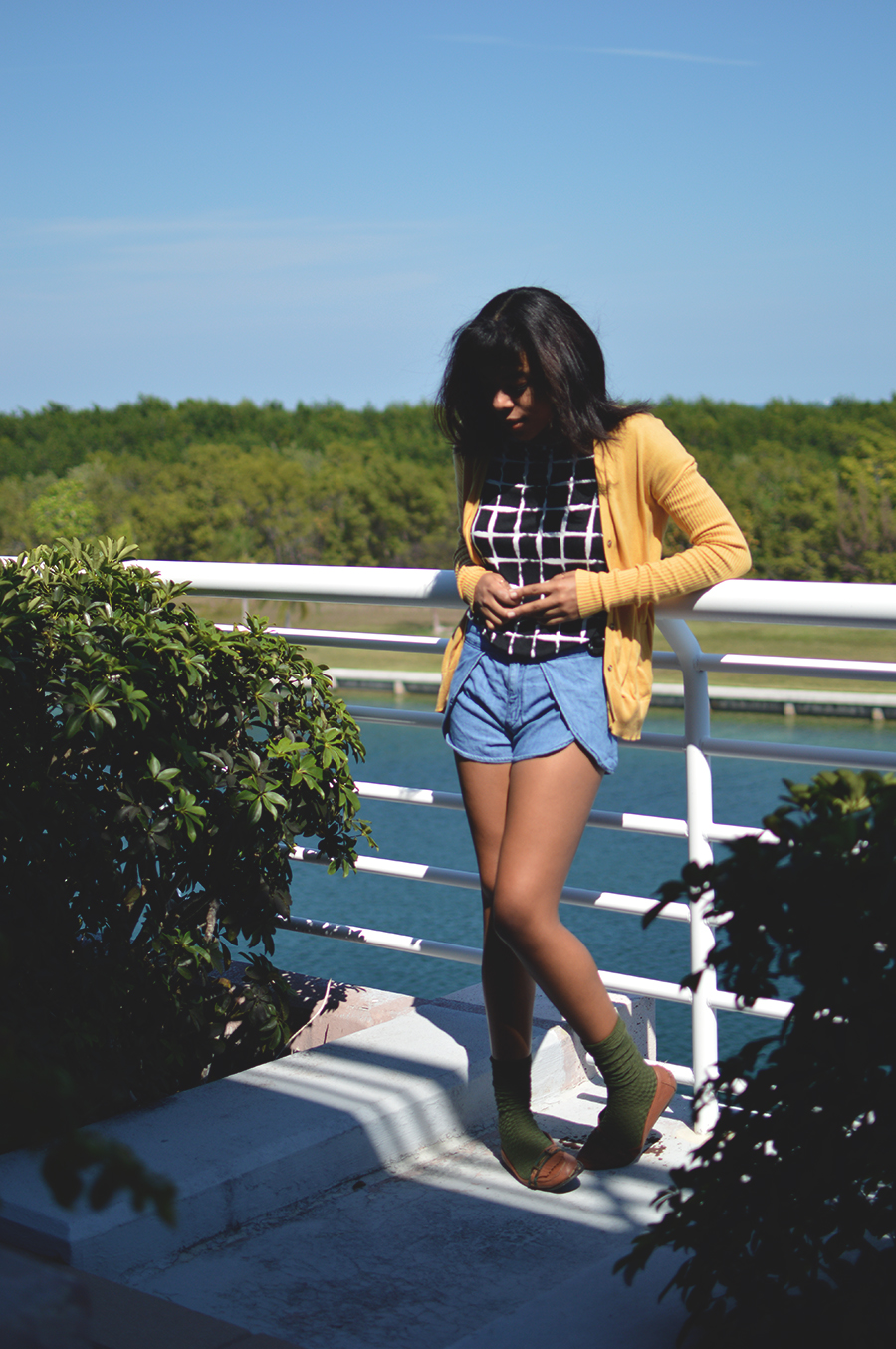 indie fashion blogger anais alexandre of down to stars in a gamine quirky outfit