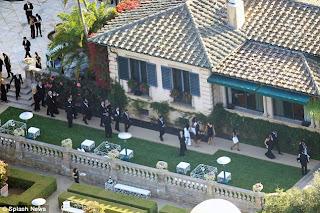 Few PicTures Of Kim Kardashians Wedding! 6