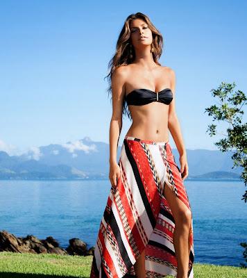 Caroline Francischini sexy in Vix sexy bikini model photos
