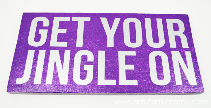 DIY Jingle Sign at artsyfartsymama.com #Christmas