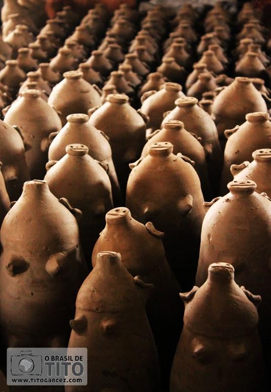 Exército de porquinhos (cofrinhos) feitos de cerâmica