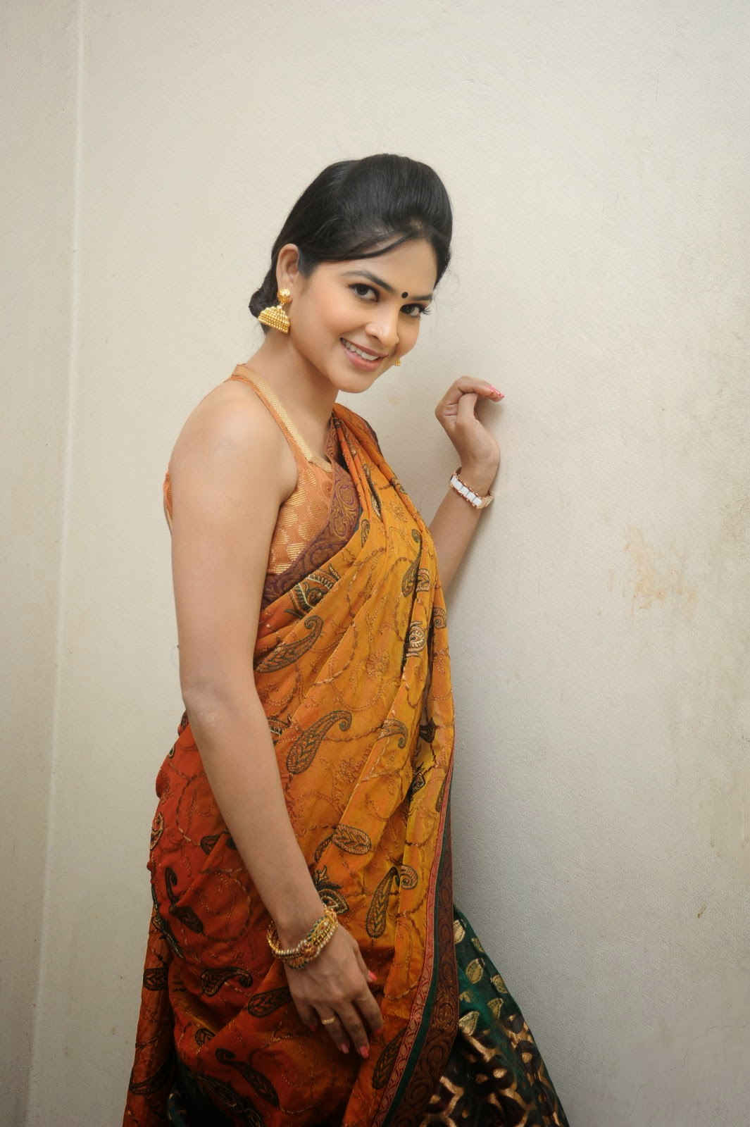 Madhumitha sizzling pics in saree-HQ-Photo-15
