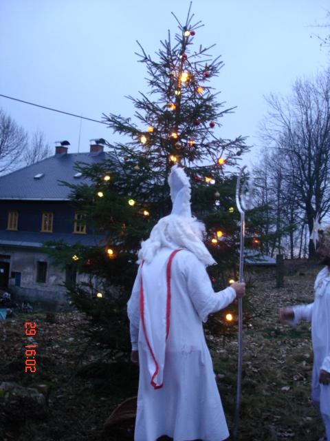 Advent na Krásné 29. 11. 2009 - mikulášská nadílka, rozsvícení stromku