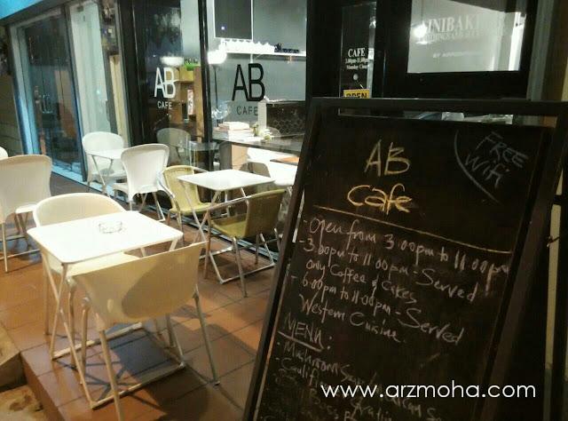 AB Cafe dalam tema hitam dan putih, AB Cafe, Cafe bersih, Cafe western food, AB Cafe Penang,