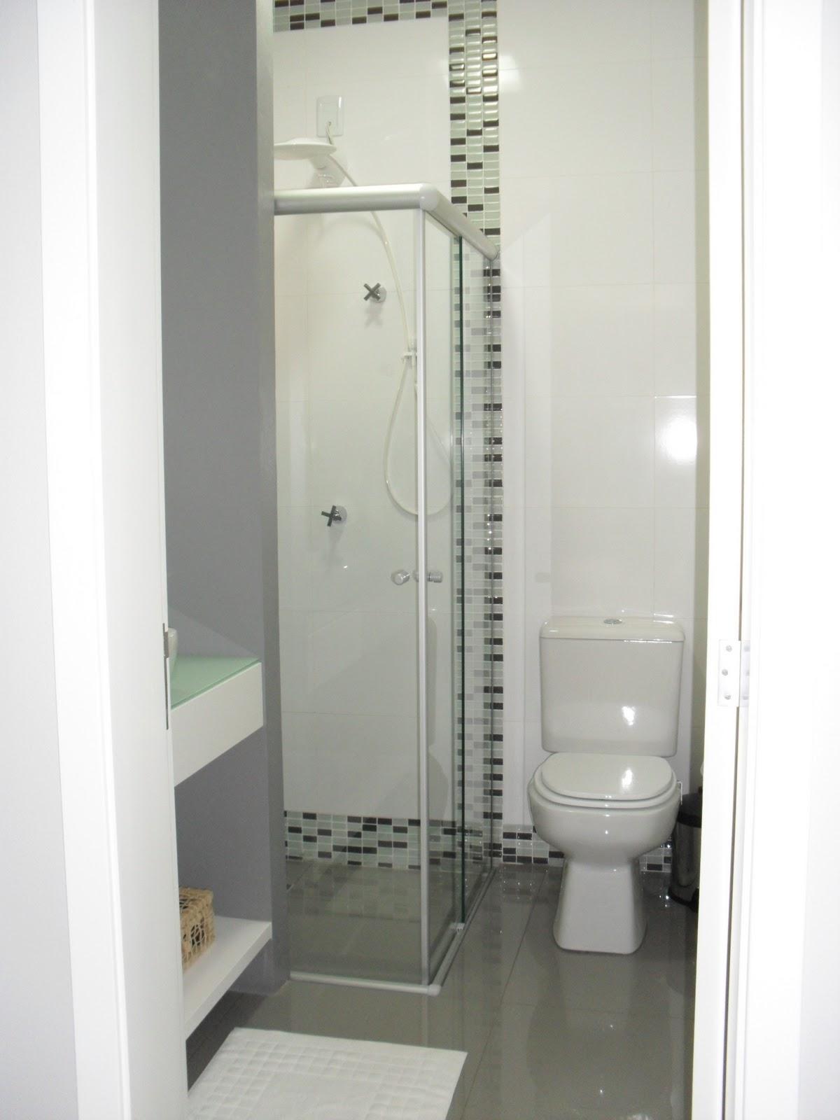 de deixar o ambiente mais leve e com a ajuda dos espelhos com #6C6E5D 1200x1600 Banheiro De Arquiteto