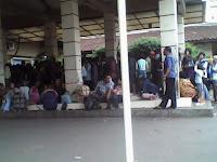 cari tiket di pasar senen (22 Januari 2012)