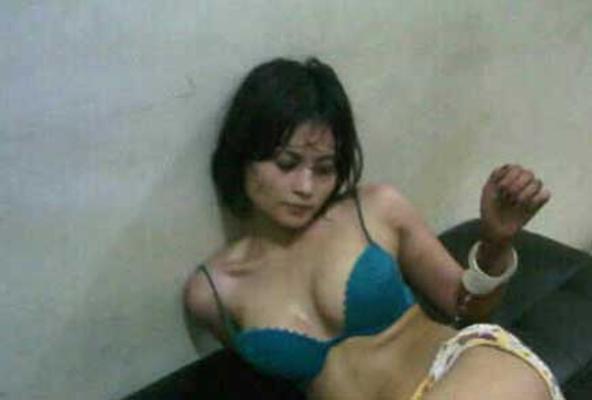 foto bugil dan telanjang novie amalia tersebar luas
