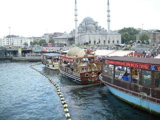 الأماكن السياحية اسطنبول الصور balik_ekmek.jpg
