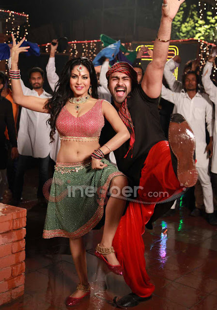Veena+Malik+Jatts+in+Golmaal+item+song+(12)