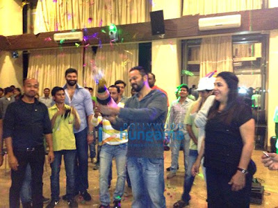 Shahrukh & Deepika's surprise birthday party for Rohit Shetty