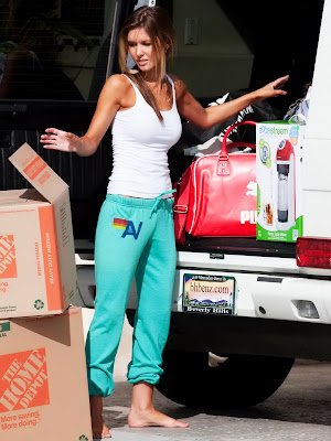 Audrina Patridge Moving Out Of Her Beach House In South Bay- 8 Pics