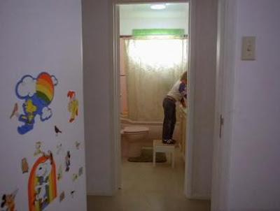http://3.bp.blogspot.com/-jFlBAECFHlo/UUyzZ2WHRcI/AAAAAAAAXj4/q3LJdGaN5eg/s400/danny+in+bathroom.jpg
