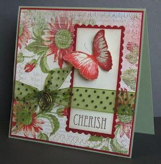 Invitación floral con mariposa roja