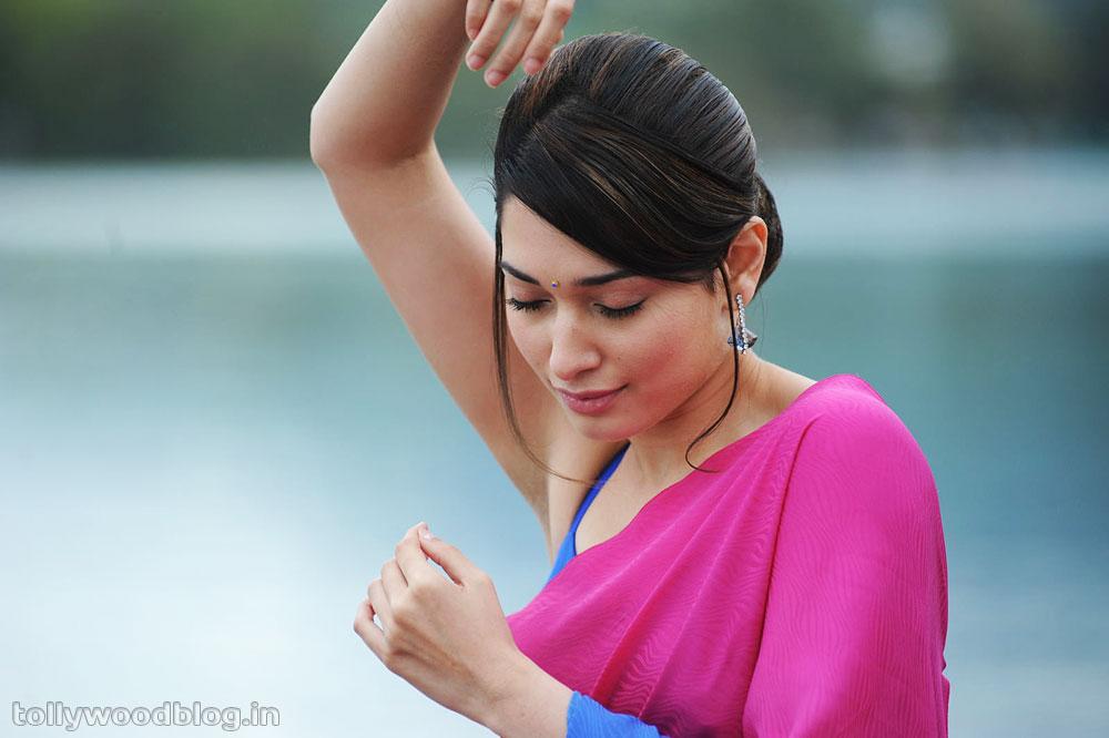 http://angrejibeat.blogspot.com Tamanna Sensuous Posing