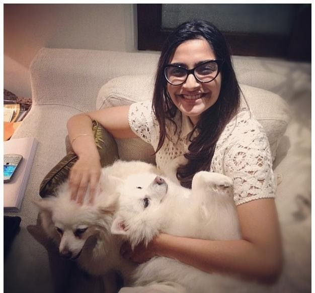 Sonam Kapoor's Real Life Unseen Personal Pics Images In Bedroom Sonam kapoor's House
