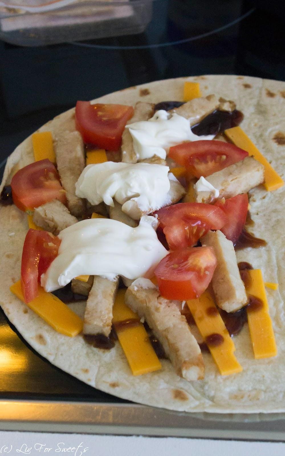 Tortilla, BBQ, Barbecue, BBQUE, Cheddar, Tomate, Creme Fraiche, Hähnchenstreifen