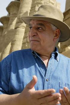 El jefe de la arqueología egipcia, director del Consejo Supremo de Antigüedades, Zahi Hawas.