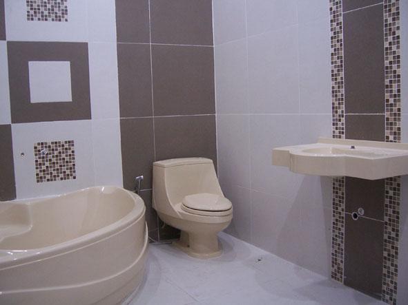 desain keramik kamar mandi mungil
