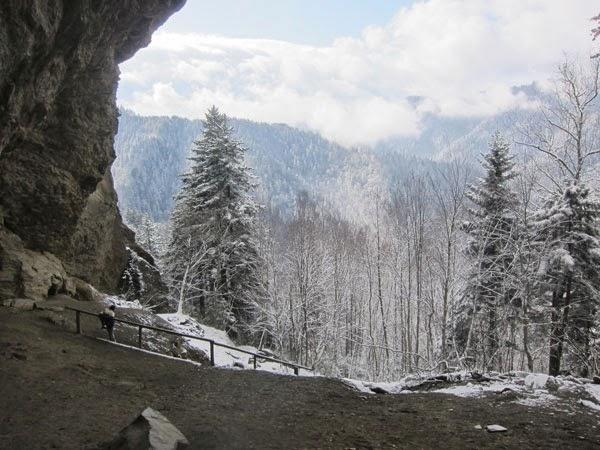 cave-on-la-conte-path