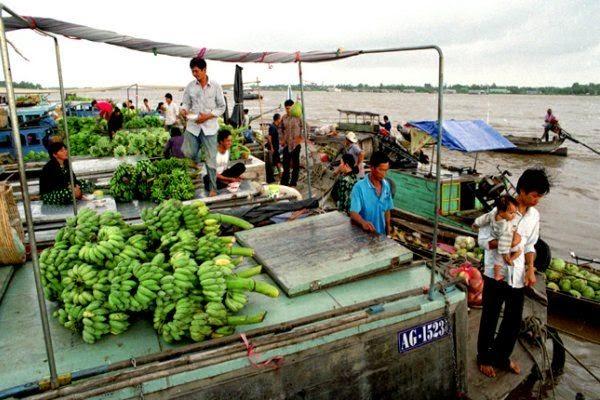 Top 5 attractive floating markets in Mekong Delta1