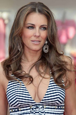 Elizabeth Hurley's Got Mad Cleavage!