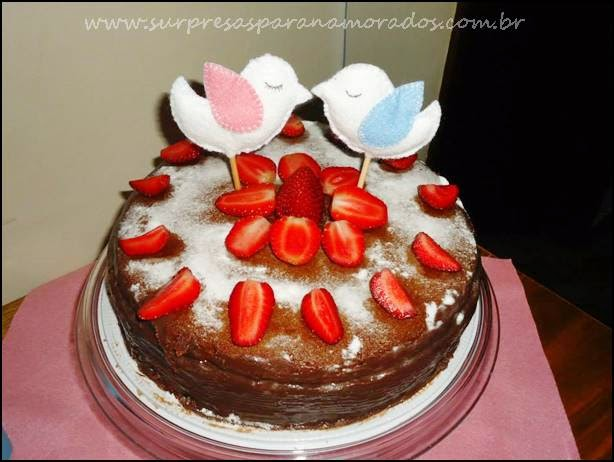 bolo com passarinhos