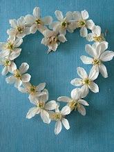 Ser profundamente amado por alguém nos dá força; amar alguém profundamente nos dá coragem. Lao-Tse