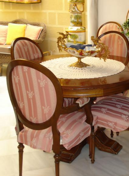 Latest furniture trends styles of dining tables for Latest style dining table