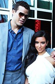 KIM KARDASHIAN SNEAKS DIVORCE ON UNSUSPECTING HUSBAND?