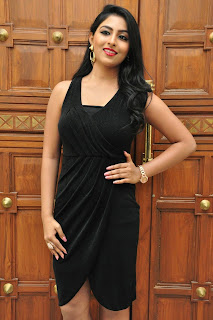 Actress Kruthika Jayakumar Pictures in Black Dress at Vinavayya Ramayya Movie Audio Release  0021.jpg