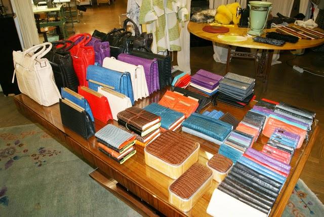 Bolsos piel y accesorios madera