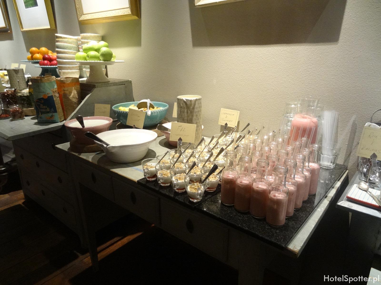 Radisson Blu Strand Hotel, Stockholm - sniadanie jogurty