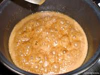 hirviendo mantequilla y azúcar moreno