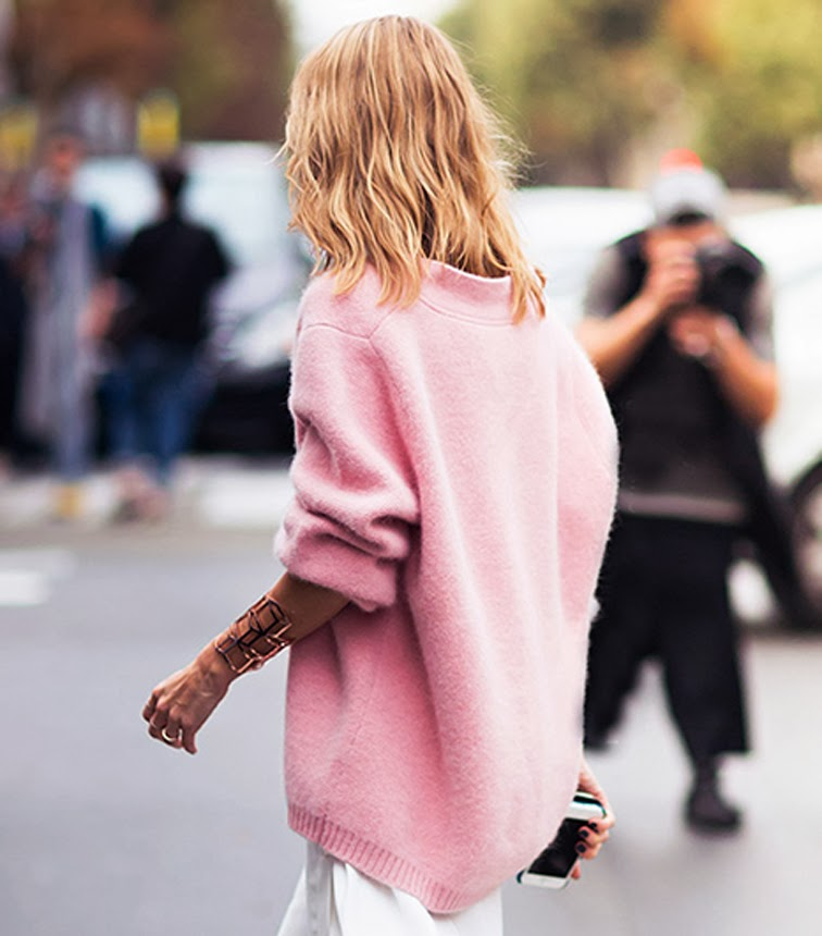 Oversized pink chunky sweater street style