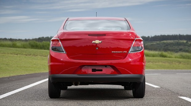 novo Chevrolet Prisma 2014 traseira 1