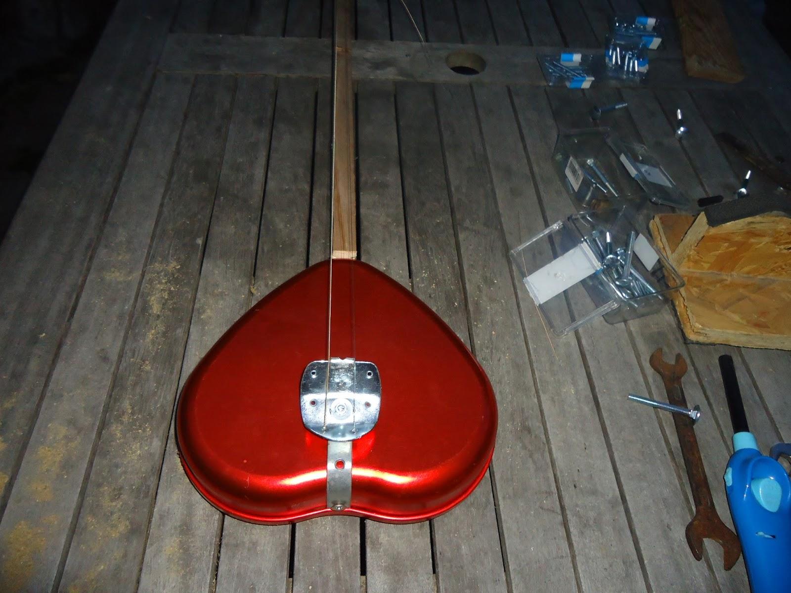 Présentez-nous vos Cigar Box Guitare DSC02099
