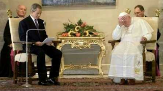 funny picture: bush makes reading the Pope
