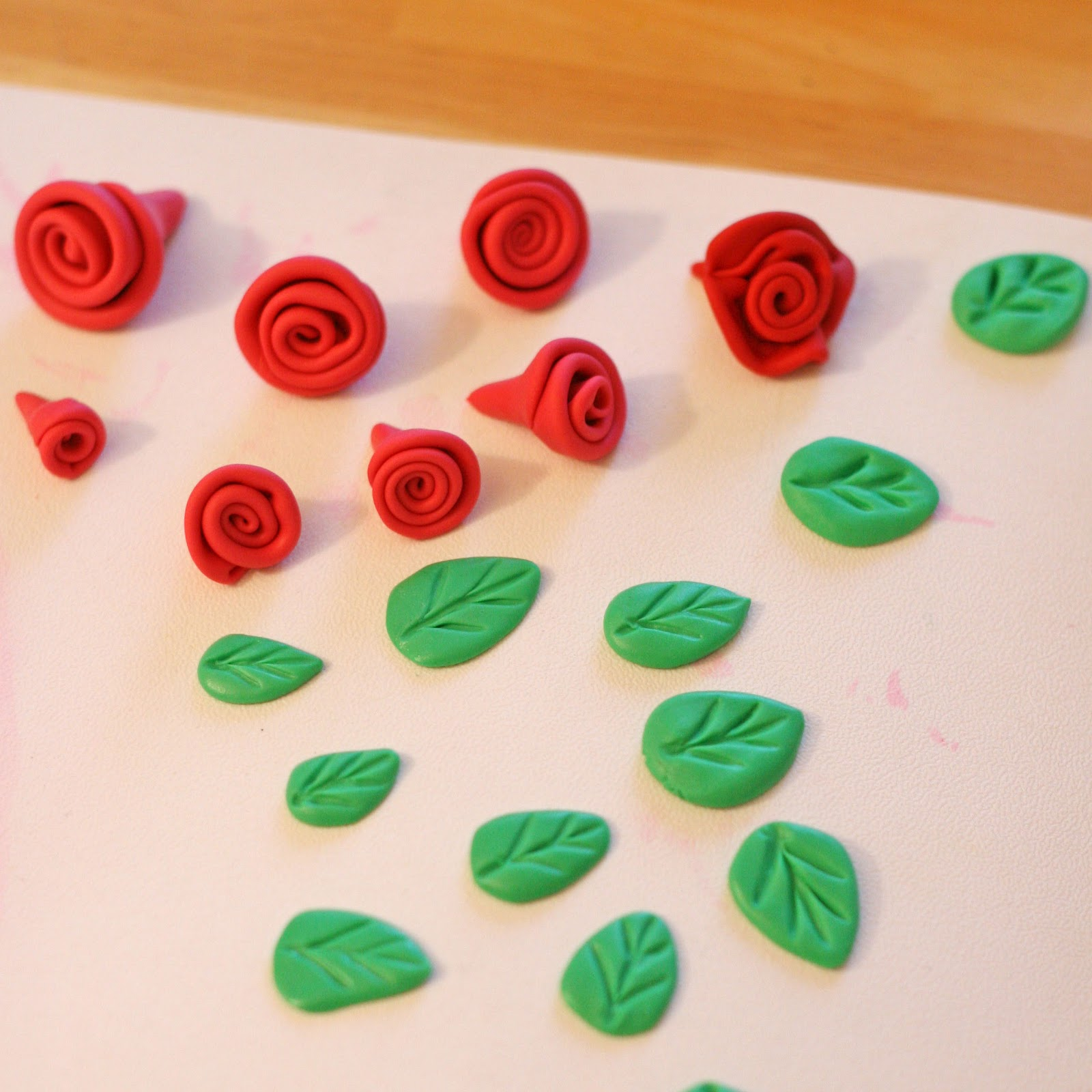 How to make roses from leaves 49