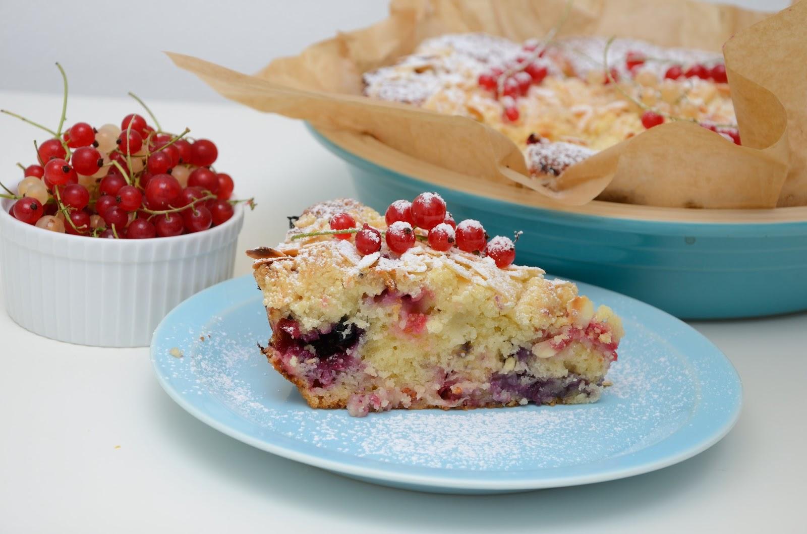 Ciasto z owocami lasu i migdałową kruszonką
