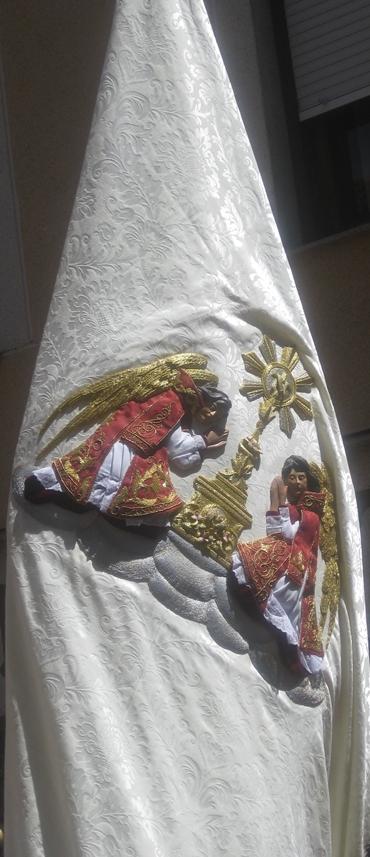 Nuevo estandarte Sacramental de la Real Cofradía de Minerva y Vera Cruz. León.Corpus Chico. 2012. Foto. M.J. Soto.