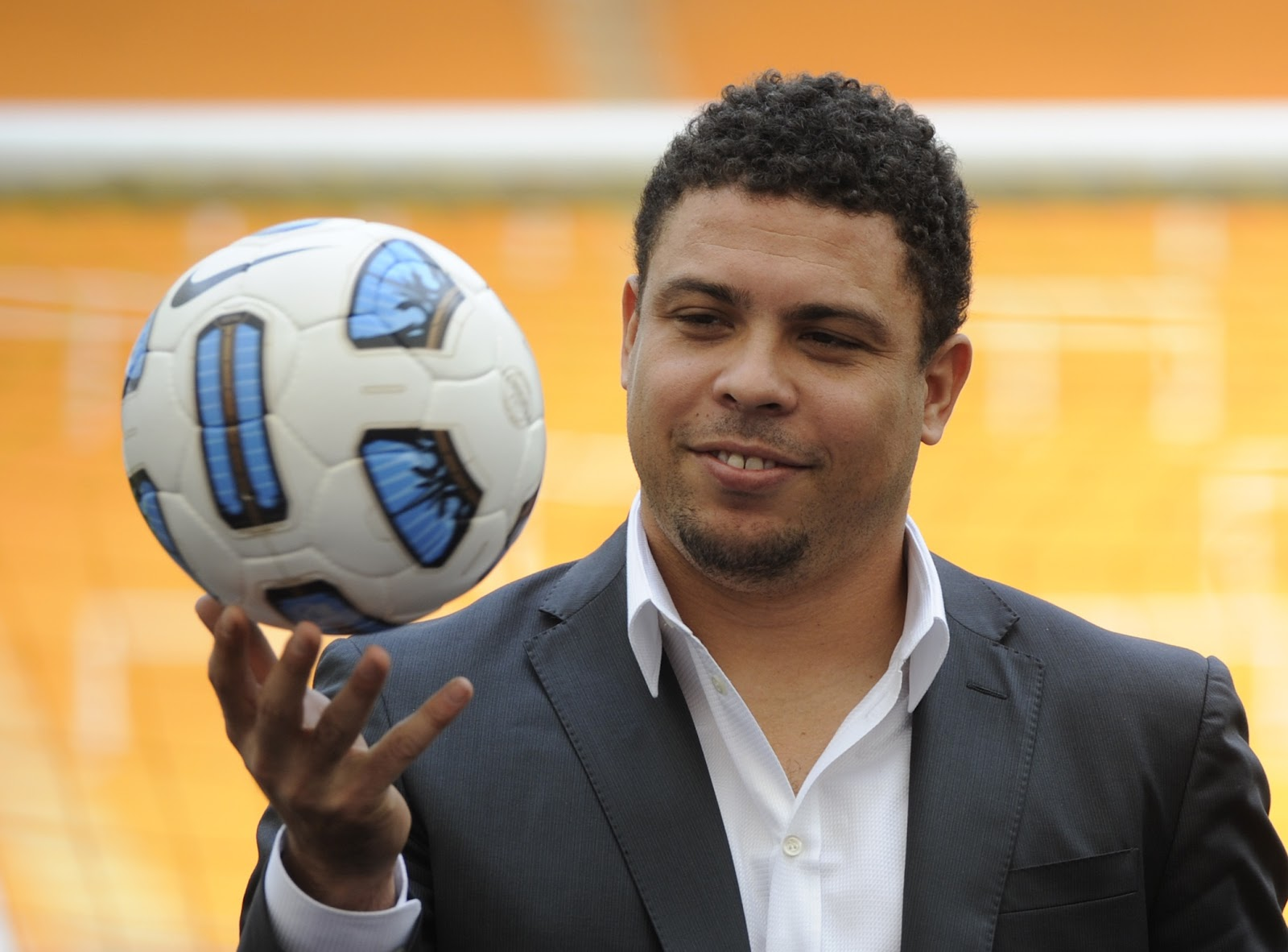 http://3.bp.blogspot.com/-jJPZRs27pQ4/UFNy0P0JVhI/AAAAAAAAGWA/w7UPTnuxnmA/s1600/Ronaldo+Messi+est%C3%A1+un+poco+por+encima+de+Cristiano.jpg