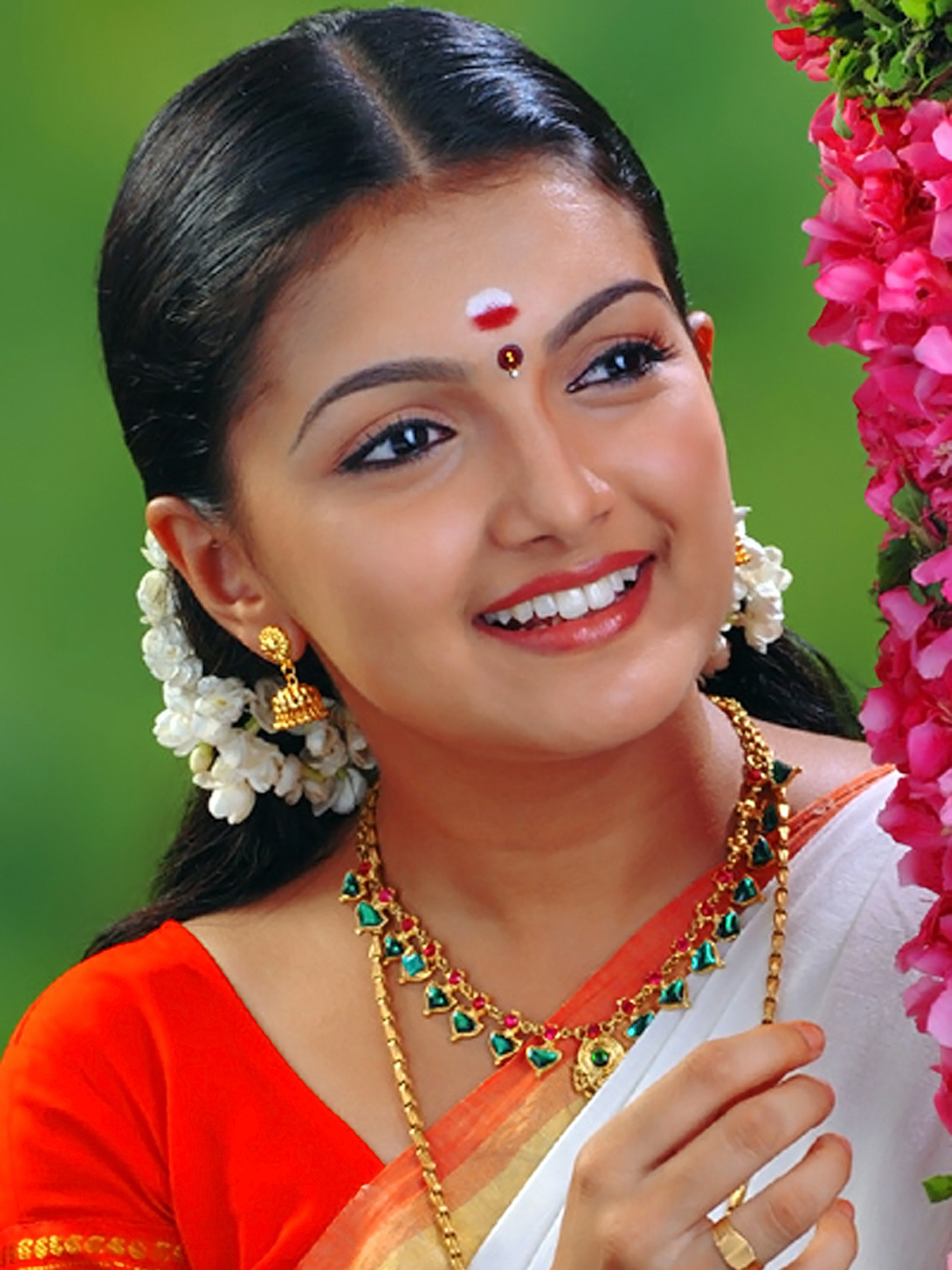 Cute And Lovely Images Of Actress Saranya Mohan - Cinejolly