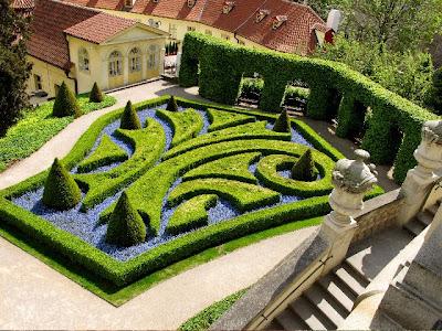La route des livres le jardin vrtba for Jardines barrocos