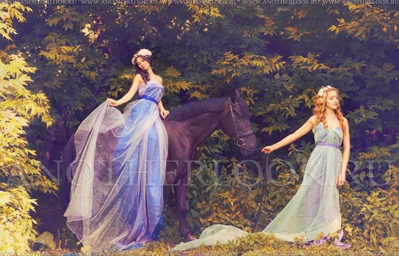 Фотосессия с лошадьми и две девушки