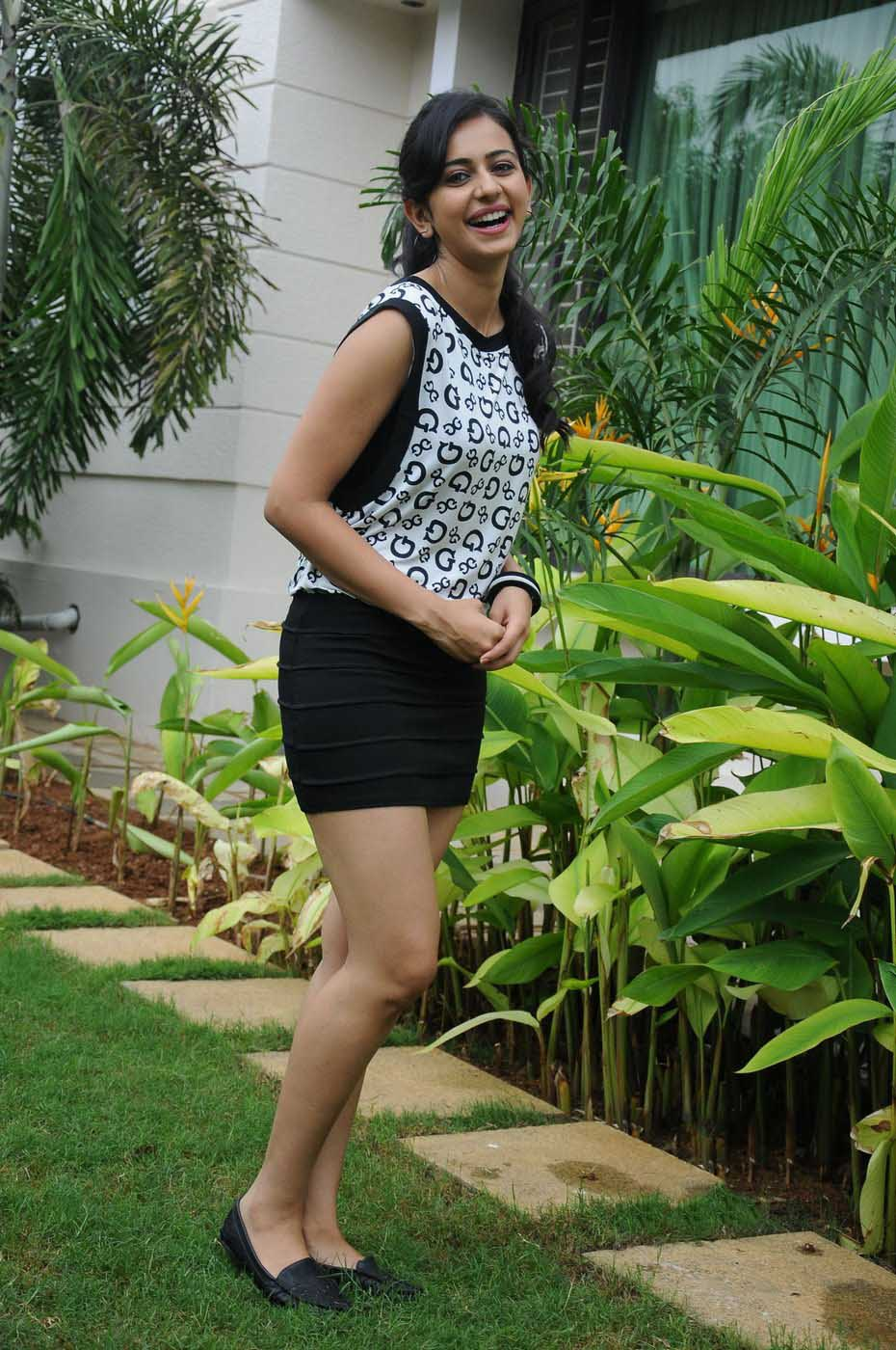 Rakul Preet Singh HD Pics in Short Dress