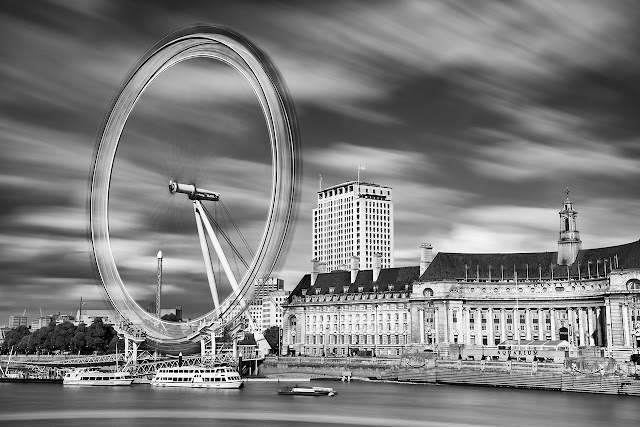 Long exposure of the London Eye in motion